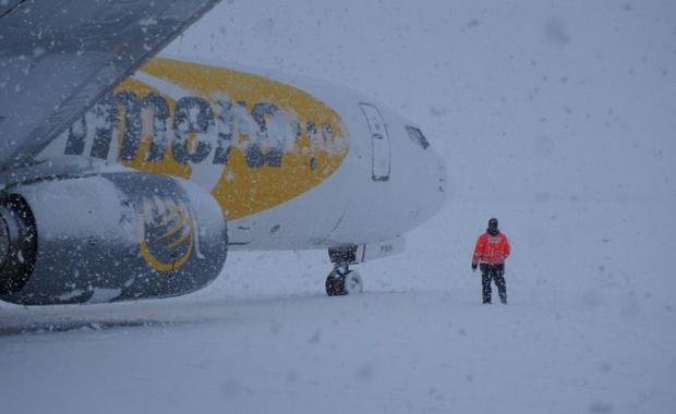 Baharda O Havalimanı Kardan Kapandı