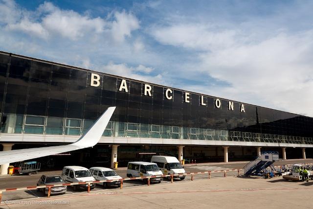 İspanya O Hava Sahasını Uçuşlara Kapattı