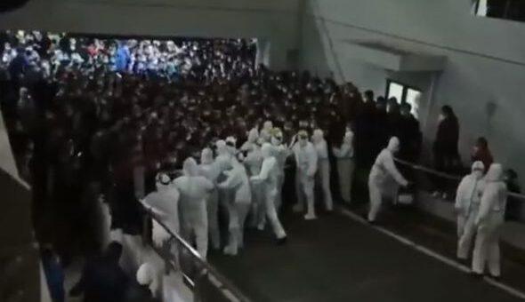ŞANGAY HAVALİMANI'NDA VİRÜS PANİĞİ (VİDEO)
